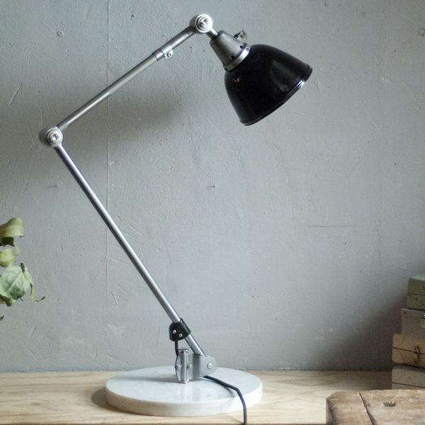 lampen-300-gelenklampe-midgard-stahloptik-auf-marmoplatte-desk-table-lamp-14_dev