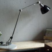 lampen-300-gelenklampe-midgard-stahloptik-auf-marmoplatte-desk-table-lamp-17_dev
