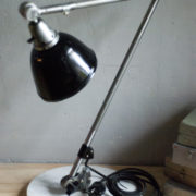 lampen-300-gelenklampe-midgard-stahloptik-auf-marmoplatte-desk-table-lamp-24_dev