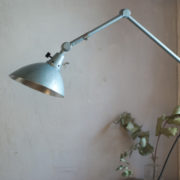 lampen-305-wandleuchte-midgard-hammerschlag-blau-hinged-wall-lamp-hammertone07_dev