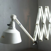 lampen-313-grosse-weisse-scherenlampe-midgard-ddrp-krankenhaus-big-white-scissor-lamp-hospital-004_dev