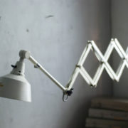 lampen-313-grosse-weisse-scherenlampe-midgard-ddrp-krankenhaus-big-white-scissor-lamp-hospital-009_dev