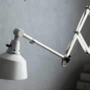lampen-313-grosse-weisse-scherenlampe-midgard-ddrp-krankenhaus-big-white-scissor-lamp-hospital-013_dev