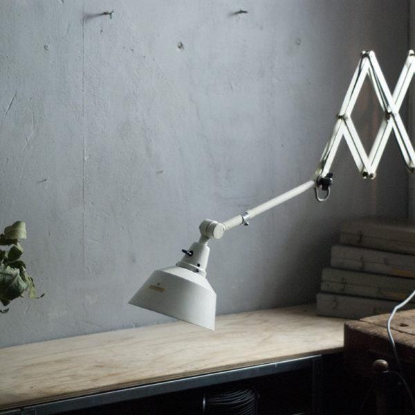lampen-313-grosse-weisse-scherenlampe-midgard-ddrp-krankenhaus-big-white-scissor-lamp-hospital-017_dev