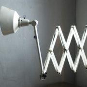 lampen-313-grosse-weisse-scherenlampe-midgard-ddrp-krankenhaus-big-white-scissor-lamp-hospital-021_dev