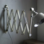 lampen-313-grosse-weisse-scherenlampe-midgard-ddrp-krankenhaus-big-white-scissor-lamp-hospital-026_dev