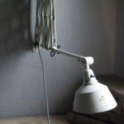 lampen-313-grosse-weisse-scherenlampe-midgard-ddrp-krankenhaus-big-white-scissor-lamp-hospital-030_dev