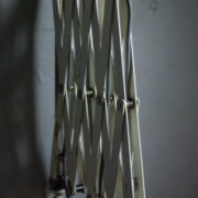 lampen-313-grosse-weisse-scherenlampe-midgard-ddrp-krankenhaus-big-white-scissor-lamp-hospital-031_dev