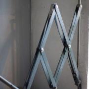 lampen-364-grosse-graublaue-scherenlampe-midgard-big-wall-scissor-lamp-004_dev