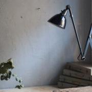 lampen-364-grosse-graublaue-scherenlampe-midgard-big-wall-scissor-lamp-009_dev