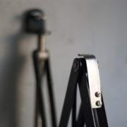 lampen-364-grosse-graublaue-scherenlampe-midgard-big-wall-scissor-lamp-015_dev