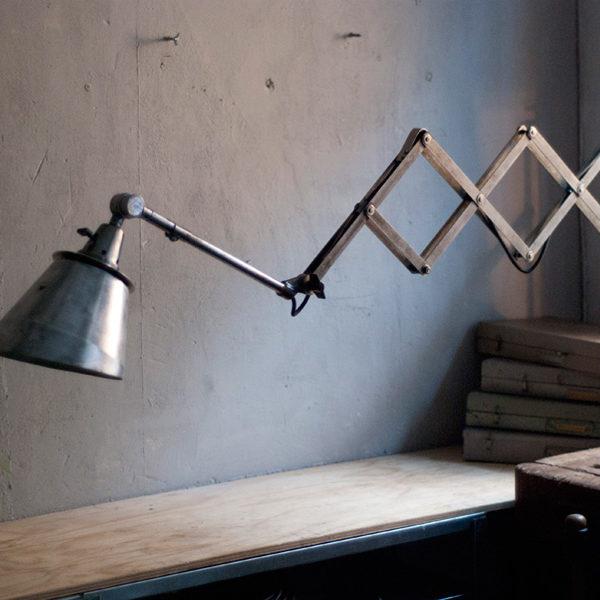 lampen-353-riesengrosse-scherenlampe-midgard-stahloptik-mit-seltenem-schirm-rare-shade-scissor-lamp-steel-look-018_dev