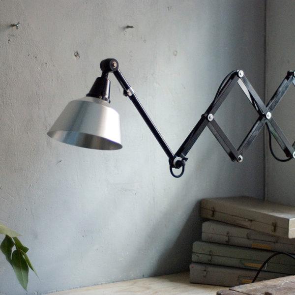 lampen-355-schwarze-scherenlampe-midgard-kahla-black-scissor-lamp-08_dev