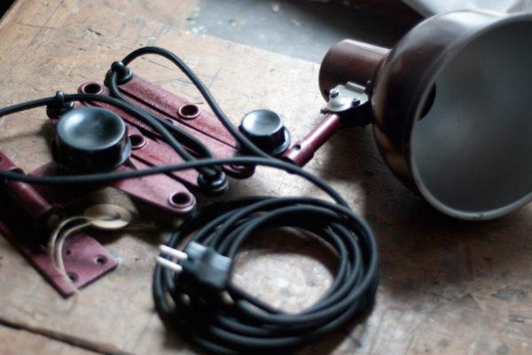 lampen-437-rote-scherenlampe-helion-mit-bakelitschirm-scissor-lamp-red-bakelite-003_dev
