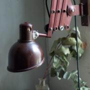 lampen-437-rote-scherenlampe-helion-mit-bakelitschirm-scissor-lamp-red-bakelite-004_dev