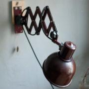 lampen-437-rote-scherenlampe-helion-mit-bakelitschirm-scissor-lamp-red-bakelite-012_dev