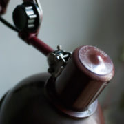 lampen-437-rote-scherenlampe-helion-mit-bakelitschirm-scissor-lamp-red-bakelite-013_dev
