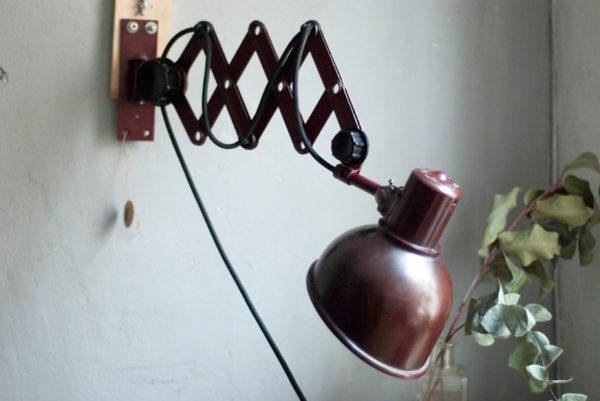 lampen-437-rote-scherenlampe-helion-mit-bakelitschirm-scissor-lamp-red-bakelite-015_dev