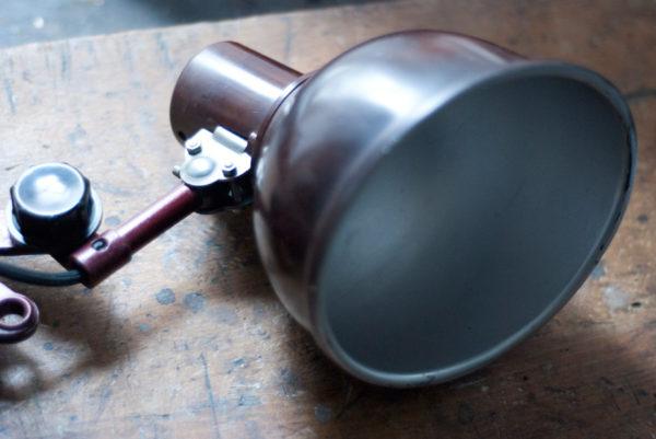 lampen-437-rote-scherenlampe-helion-mit-bakelitschirm-scissor-lamp-red-bakelite-019_dev
