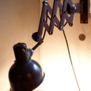 lampen-437-rote-scherenlampe-helion-mit-bakelitschirm-scissor-lamp-red-bakelite-020_dev