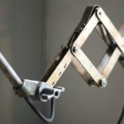 lampen--438-kurze-goldenen-scherenlampe-midgard-109-short-golden-scissor-lamp-07_dev