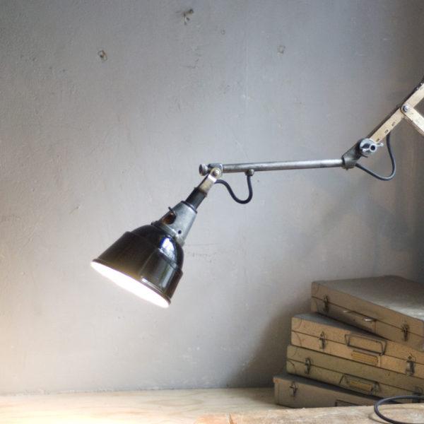 lampen--438-kurze-goldenen-scherenlampe-midgard-109-short-golden-scissor-lamp-13_dev