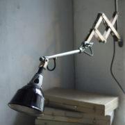 lampen--438-kurze-goldenen-scherenlampe-midgard-109-short-golden-scissor-lamp-16_dev