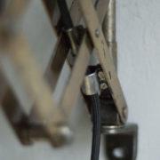 lampen--438-kurze-goldenen-scherenlampe-midgard-109-short-golden-scissor-lamp-20_dev