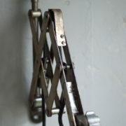 lampen--438-kurze-goldenen-scherenlampe-midgard-109-short-golden-scissor-lamp-34_dev
