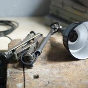 lampen--438-kurze-goldenen-scherenlampe-midgard-109-short-golden-scissor-lamp-37_dev