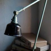 lampen-455-grosse-gelenklampe-werkstattlampe-midgard-ddrp-task-table-lamp-green-hammertone-014_dev