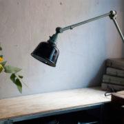 lampen-455-grosse-gelenklampe-werkstattlampe-midgard-ddrp-task-table-lamp-green-hammertone-016_dev