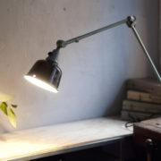 lampen-455-grosse-gelenklampe-werkstattlampe-midgard-ddrp-task-table-lamp-green-hammertone-017_dev