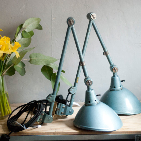 lampen-456-333-paar-midgard-gelenklampen-hammerschlag-blau-hammertone-blue-pair-of-task-lamps-001_dev