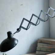 lampen-456-alte-scherenlampe-helion-mit-breitem-schirm-scissor-lamp-bakelite-016_dev