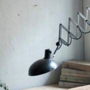 lampen-456-alte-scherenlampe-helion-mit-breitem-schirm-scissor-lamp-bakelite-017_dev