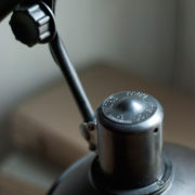 lampen-456-alte-scherenlampe-helion-mit-breitem-schirm-scissor-lamp-bakelite-019_dev