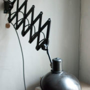 lampen-456-alte-scherenlampe-helion-mit-breitem-schirm-scissor-lamp-bakelite-020_dev