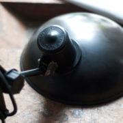 lampen-456-alte-scherenlampe-helion-mit-breitem-schirm-scissor-lamp-bakelite-028_dev