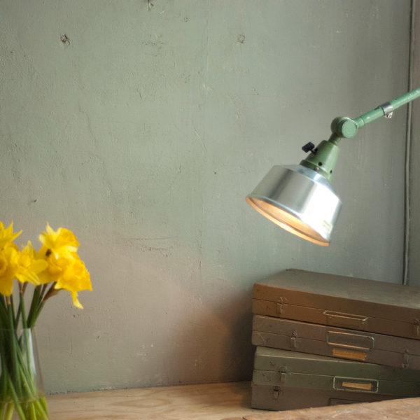 lampen-393-gruene-kleine-wandleuchte-midgard-small-green-reading-lamp-007_dev
