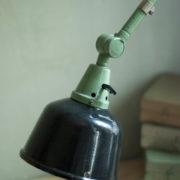 lampen-459-gruene-gelenklampe-midgard-emaillierter-reflektor-hinged-wall-green-lamp-006_dev