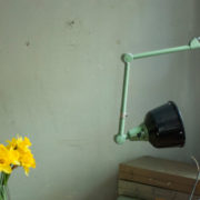 lampen-459-gruene-gelenklampe-midgard-emaillierter-reflektor-hinged-wall-green-lamp-011_dev