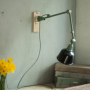 lampen-459-gruene-gelenklampe-midgard-emaillierter-reflektor-hinged-wall-green-lamp-018_dev