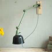 lampen-459-gruene-gelenklampe-midgard-emaillierter-reflektor-hinged-wall-green-lamp-030_dev