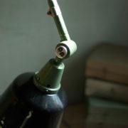 lampen-459-gruene-gelenklampe-midgard-emaillierter-reflektor-hinged-wall-green-lamp-034_dev