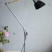 lampe-453-grosse-gelenklampe-midgard-emailliertem-reflektor-big-hinged-table-lamp-enamel-02