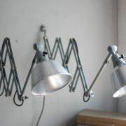 lampen-433-474-paar-von-graublauen-scherenlampen-midgard-originallackierung-pair-of-scissor-lamps-05