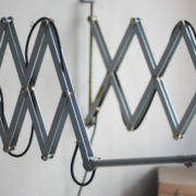 lampen-433-474-paar-von-graublauen-scherenlampen-midgard-originallackierung-pair-of-scissor-lamps-08