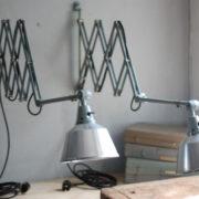 lampen-433-474-paar-von-graublauen-scherenlampen-midgard-originallackierung-pair-of-scissor-lamps-09