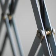 lampen-433-474-paar-von-graublauen-scherenlampen-midgard-originallackierung-pair-of-scissor-lamps-11